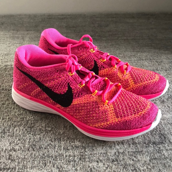 finest selection 124a7 9ef08 Women s Nike Flyknit Lunar running shoes pink